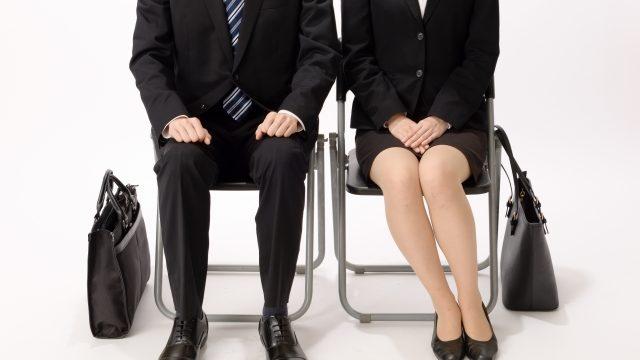 面接時の正しい椅子の座り方