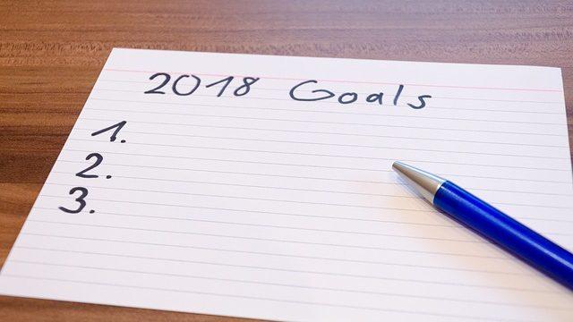 目標をメモ用紙に書いているイメージ