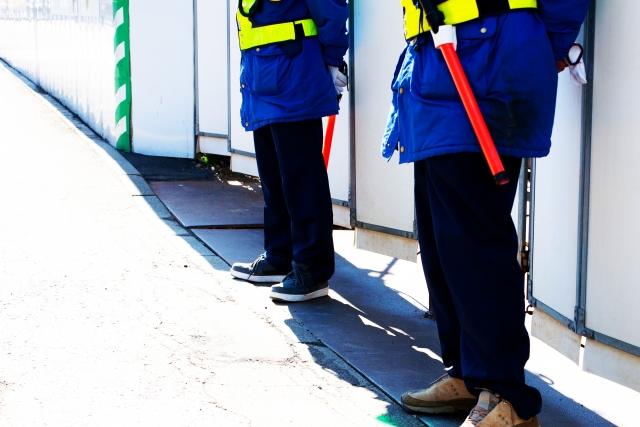 仕事中の警備員